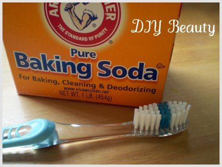 baking-soda-brush-teeth