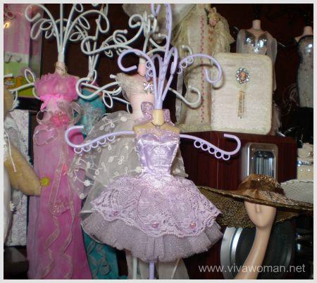 figurine-accessory-hanger