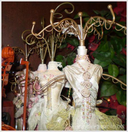 figurine-accessory-holder