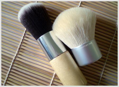 Synthetic and natural hair kabuki brushes