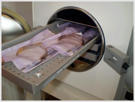 autoclave-sterilizing
