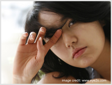 Yun Eun Hye looking sleepy