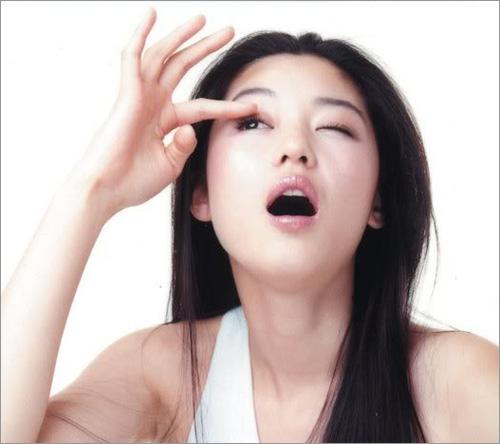 Do eyeliners & mascaras cause eyelashes to drop?