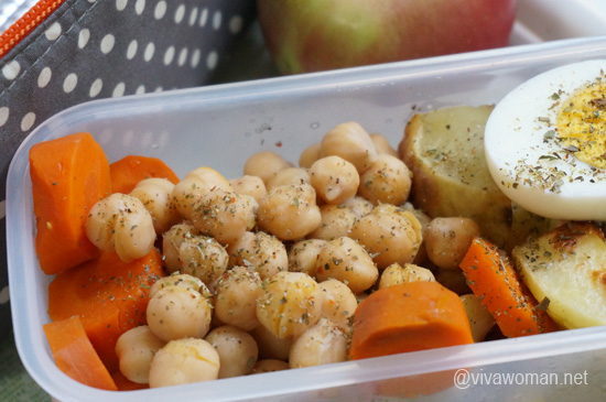 garbanzo-beans-egg-lunchbox