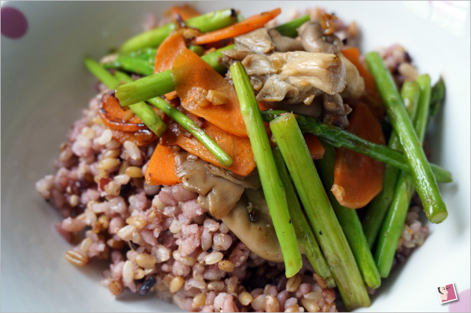 stir fried asparagus on 5-grain rice
